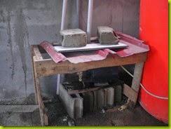 mesin pompa di atas yang ditutup seng agar terhindar panas dan hujan