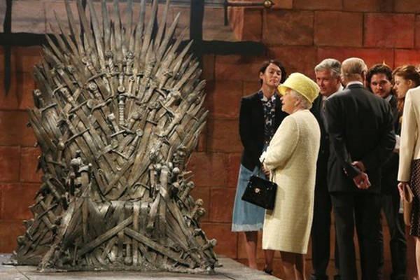 9- A rainha Elizabeth não possuir um passaporte