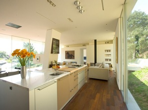 cocina-muebles-blancos-minimalista