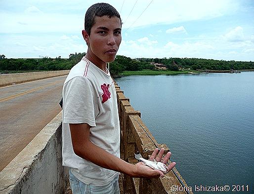 Glória Ishizaka - Guaiçara - ponte rio dourado - pescador