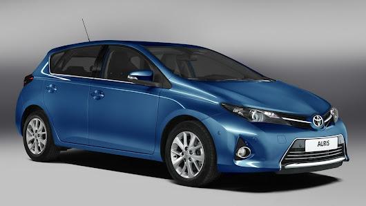 2013-Toyota-Auris-Official-01.jpg