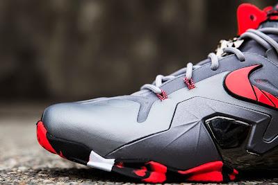 nike lebron 11 ps elite silver crimson camo 2 03 Nike LeBron 11 Elite Team Collection Outdoors and Up Close