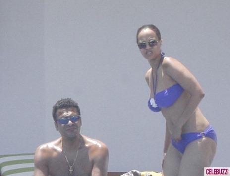 Tyra-Banks-Bikini-4-580x435