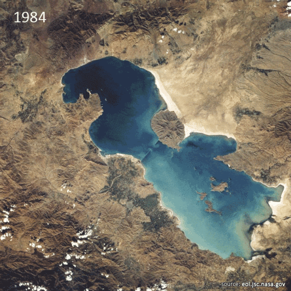 Satellite imagery of lake Orumiyeh (Oroumieh, Urmiah) in 1984. A 2011 image shows great amounts of drainage and surface area loss. Photo: NASA
