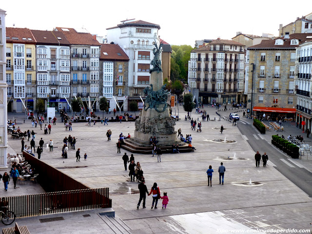 plaza-de-la-virgen-blanca.JPG