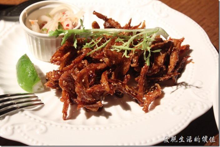 台北-美麗華金色三麥。單點,七味麥香雞軟骨。這個表面似乎有沾麥芽糖,吃起來稍微有點黏黏甜甜的。