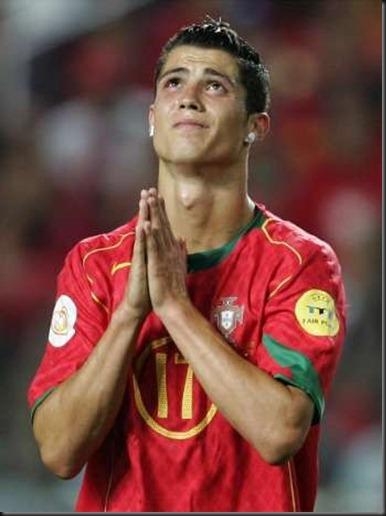 futbolista orando