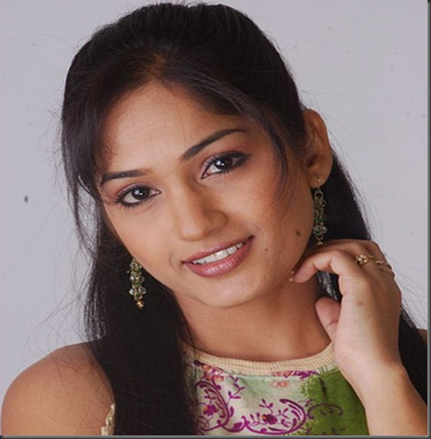 close up_madhavi latha