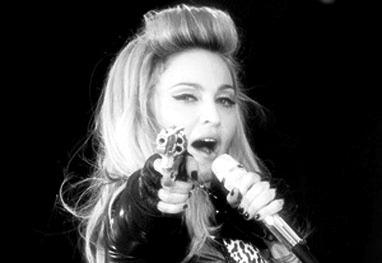 Madonna revoltada caçando seus demônios.