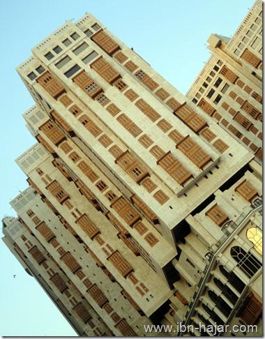 العمائر التي بجانب الحرم