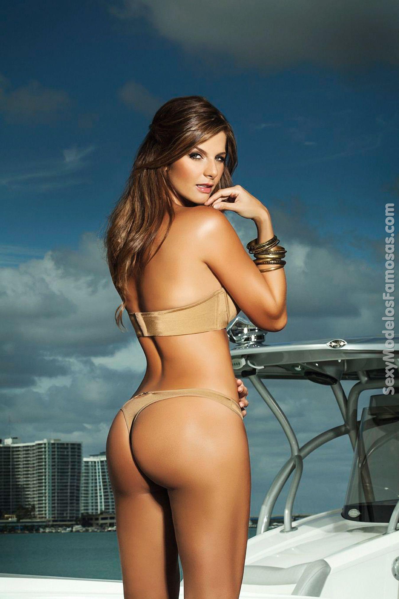 Fotos De La Bella Presentadora Colombiana Carolina Cruz Modelando Ropa