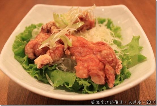 台南大戶屋,雞肉沙拉,份量好小ㄚ!雖然雞肉不錯吃,但沙拉真的太少的,蔬菜的樣式也不夠多。