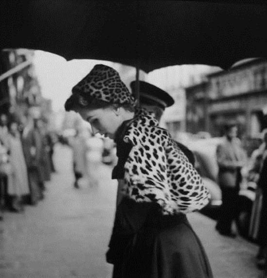 georges dambier Suzy Parker vintage 50s model fashion elle magazine leopard cape