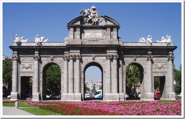 Madrid_Puerta_de_Alcalá_(fachada_este)