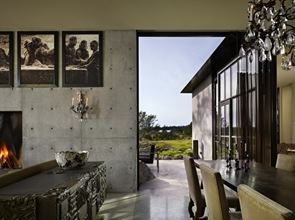 Decoracion interior casa muros de hormigon visto