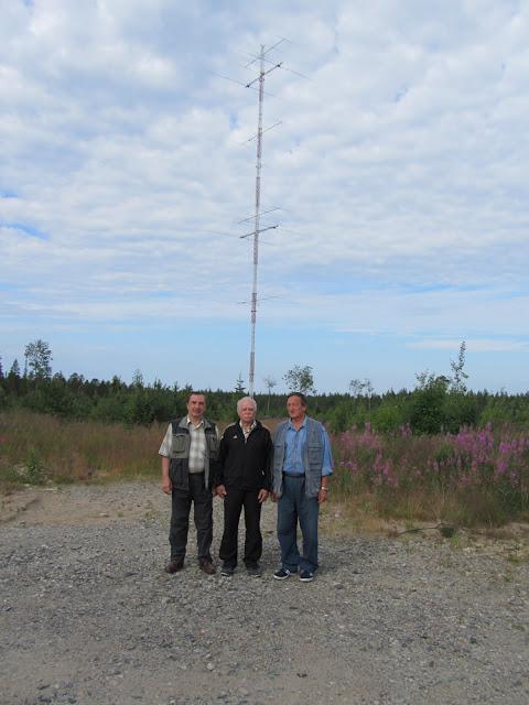 На фоне антенн OH8X.jpg