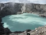 Descending to the crater lake of Sorik Marapi (Mykhailo Pavliuk, March 2013)