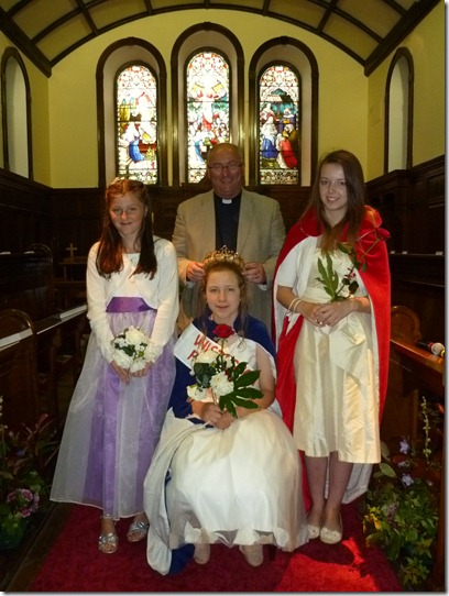 Fete - Rose Queen - l-r - Emma Bishop - Daisy Wybrow - Rev Mike Turnbull - Sophie Webb