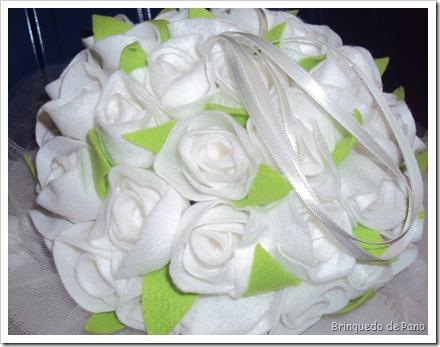 buque de rosas brancas