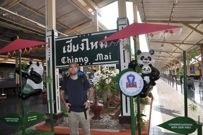 Imagini Thailanda: Eu anul trecut in gara din Chiang Mai, Thailanda