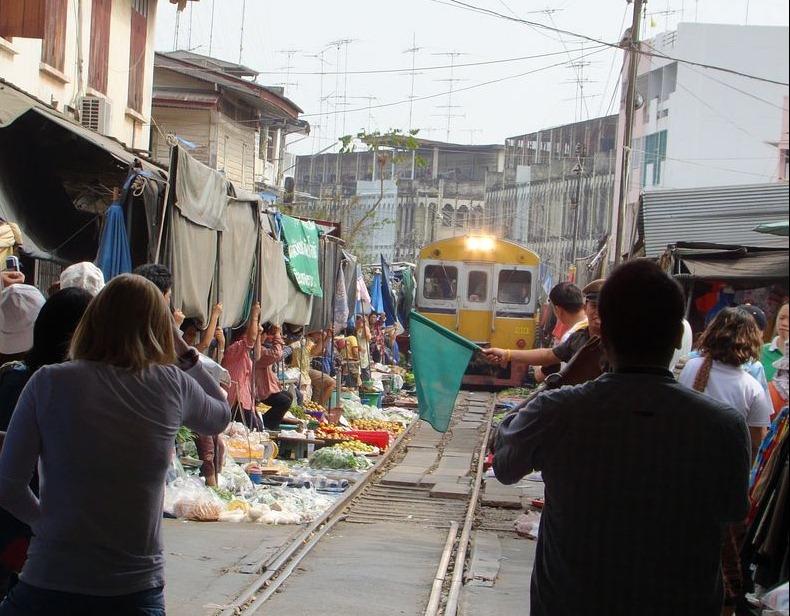 maeklong-railway-market-16