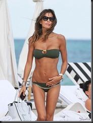 claudia-galanti-bikini-1218-5-675x900