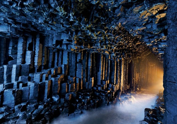 Fingals_Cave_Staffa_Scotland-728x512