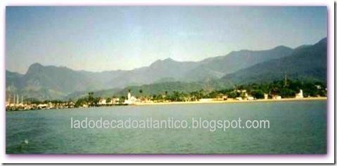 Imagem da cidade de Paraty vista de alto mar