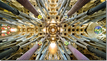 800px-Sagrada_Familia_nave_roof_detail