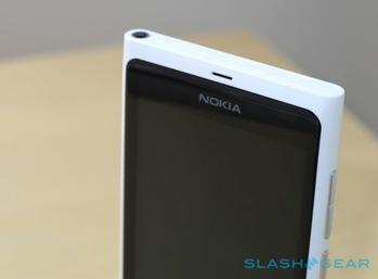 nokia-lumia-800_white