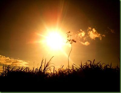 sol-rojo-y-montana