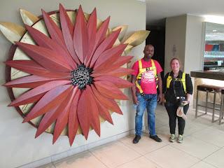 Nuestro guía en el estadio de Durban. La flor de las culturas.