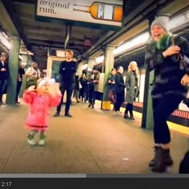 Λατρευτή  στιγμή στο μετρό