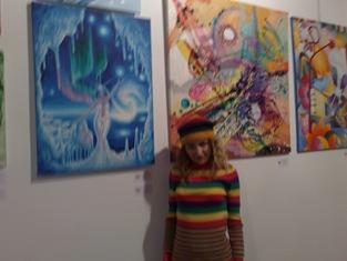 Corina Chirila si tabloul Craiasa zapezilor la galeria Elite prof art expozitie de iarna