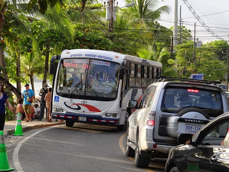 35. Quepos - Manuel Antonio bus.JPG