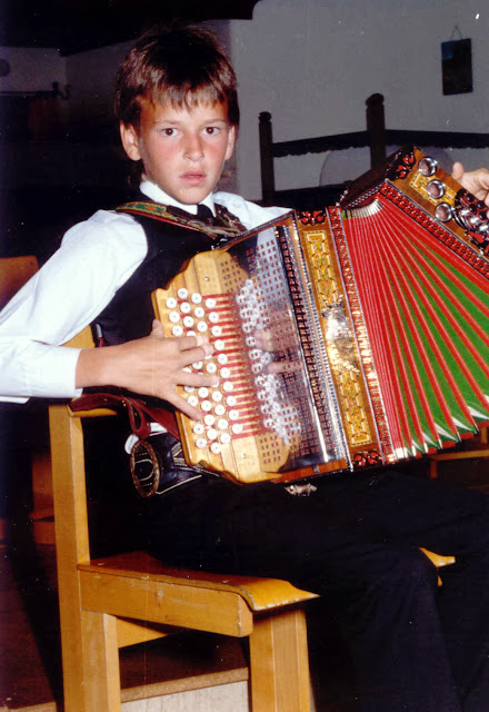 Kinder der Musikschule Zillertal musizieren