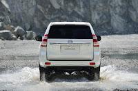 2014-Toyota-Land-Cruiser-Prado-10.jpg