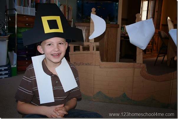 Pilgrim costume for kids out of construction paper - perfect Thanksgiving Craft for Kids