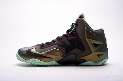 nike lebron 11 gr parachute gold 3 13 kings pride Nike LeBron XI Kings Pride   Detailed Look & Package