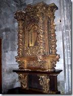 2005.08.19-017 retable dans la cathédrale