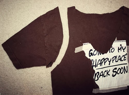diy-transformar-cortar-camiseta-colete-franjas-customizando-3.jpg
