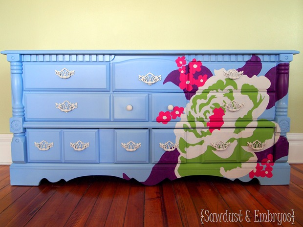 Using a projector to paint AMAZING designs on furniture {Sawdust and Embryos}