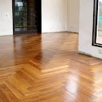 Parquetón de madera maciza para interiores - Piso de madera en Sapán 4.jpg