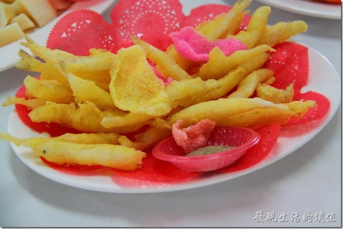 台東富岡漁港活海產。炸銀魚,NT$150。麵皮用得不是那麼多,吃起來感覺不錯。