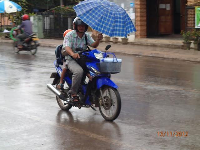 יום גשם בעיירה בלאוס - לואנג נאמטה 027.JPG