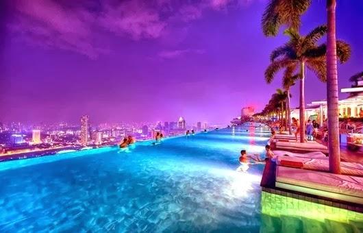 foto-dnya-otel-marina-bay-sands-v-singapure-basseyn-pod-oblakami