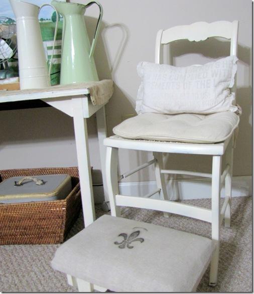 sm white stool