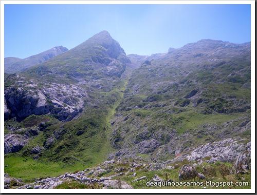 Jito Escarandi - Jierru 2424m - Lechugales 2444m - Grajal de Arriba y de Abajo (Picos de Europa) 0115