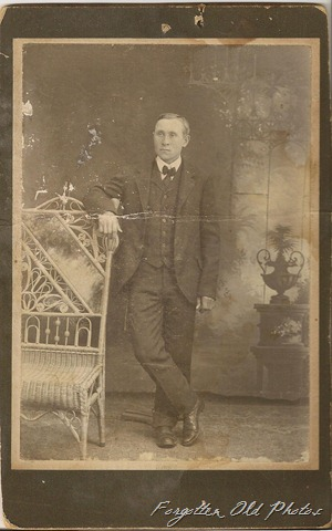 Cabinet Card Man with tie usiung posing stand Duluth