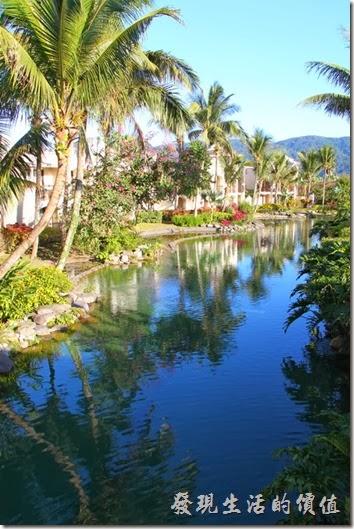 花蓮-理想大地渡假村。河面倒影,藍天綠地,清澈的河面,心情都好起來了。